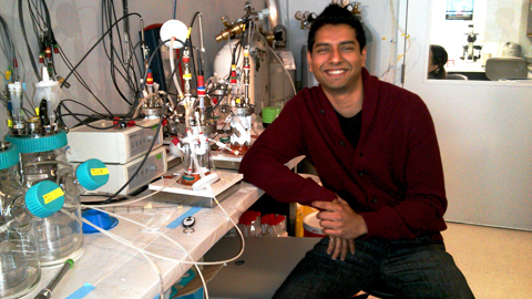 IBBME PhD student Nimalan Thavandiran in his lab.